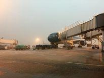 Mưa lớn ở TP HCM, đường băng Tân Sơn Nhất ngập nước