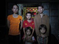 Nghịch cảnh của góa phụ nuôi bốn đứa con nhỏ ăn học