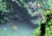 Thi thể nam sinh rơi thác ở Đà Lạt bị kẹt trong hốc đá