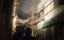 Huy động gần 100 cảnh sát cứu sống 2 mẹ con kẹt trong vụ hỏa hoạn