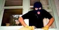 Khởi tố nữ tặc trộm iPhone trốn dưới gầm giường