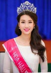 Thực hư Hoa hậu Mỹ Linh thiếu điểm vẫn đỗ ĐH Ngoại thương