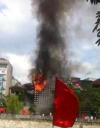 Cháy lớn tại quán karaoke Zozo