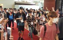 Fan cuồng xứ Hàn đeo bám thần tượng sang tận Hawaii