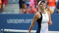 Wozniacki thắng tưng bừng, Kerber loại Kvitova