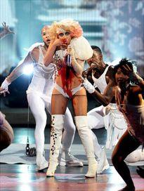 Beyoncé - Gaga - Katy: Bộ ba bậc thầy sáng tạo 'càn quét' các sàn diễn âm nhạc