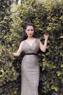 Hoa hậu quý bà Sương Đặng từ sang trọng đến 'sexy' với đầm ánh bạc