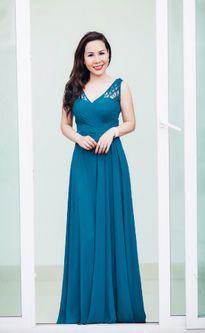 Nữ hoàng Kim Chi diện váy xanh kiêu kỳ hút mọi ánh nhìn