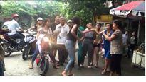 Hải Dương: Ba nữ sinh dùng dao đánh nhau trước cổng trường