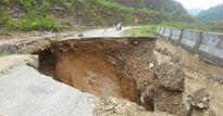 Xuất hiện 'hố khổng lồ' tại Quốc lộ 16 huyện Lang Chánh Thanh Hóa