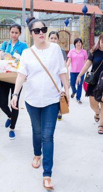 Dương Cẩm Lynh che khéo bụng bầu 8 tháng với áo rộng