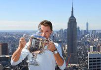 'Stan the Man' mừng chức vô địch trên đỉnh New York