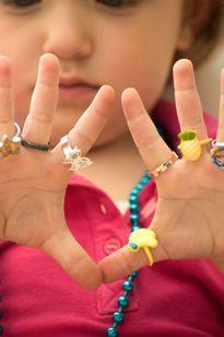 8 món đồ cực độc ngoài cổng trường vẫn 'hút' ngàn trẻ em