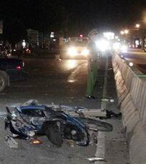 Nạn nhân bị xe tông chết, người đi đường hôi tiền