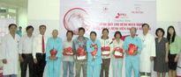 Prudential Việt Nam tặng quà cho bệnh nhân nghèo tại Bệnh viện Đà Nẵng
