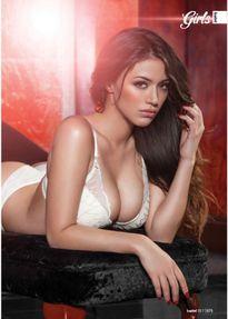 Vòng 1 đồ sộ của siêu mẫu ngực trần mê Chelsea