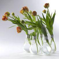 Những ý tưởng sáng tạo tuyệt vời để tái chế bóng đèn cũ