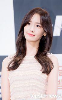"""YoonA (SNSD) nhận cơn mưa lời khen từ """"bạn trai"""" mới"""