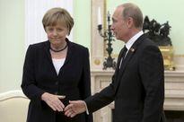 Putin - Merkel: Người ở đỉnh cao, người về vực sâu?