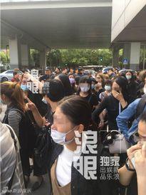 Nghìn fan bật khóc tại đám tang của bạn diễn Lưu Diệc Phi