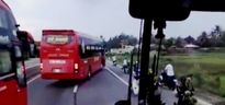 Xe khách đánh võng chặn đầu, hàng chục người hoảng loạn la hét