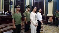 Thời trang trước vành móng ngựa của dàn Hoa hậu, Hoa khôi Việt