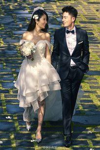 Những cặp sao cưới chạy bầu hot nhất làng giải trí Cbiz