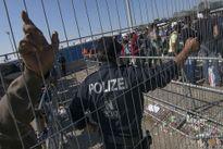 Khủng hoảng 'kép' di cư