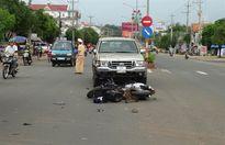 Nhậu say qua đường bất cẩn, hai người bị ô tô tông nguy kịch