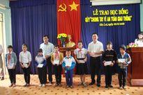 Báo Giao thông trao học bổng cho học sinh Tây Nguyên