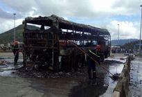 Xe giường nằm bốc cháy dữ dội, hàng chục hành khách hoảng loạn