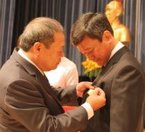Đón nhận Huân chương Lao động hạng nhất