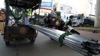 Thêm một nạn nhân bị xe ba gác chở tôn rơi cứa cổ tử vong tại Hà Nội