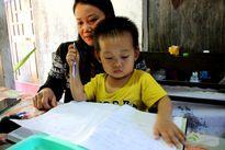 Phát hoảng với cậu bé 3 tuổi đã biết đọc báo Lao Động, hát karaoke