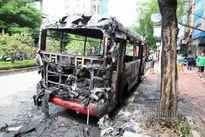 Hà Nội: Xe buýt phát nổ, bốc cháy ngùn ngụt