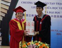 23 thạc sỹ quản lý giáo dục đầu tiên liên kết với ĐH Tây Nam (Trung Quốc) nhận bằng tốt nghiệp