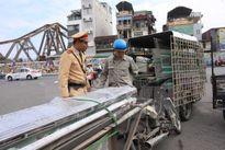 Kinh hoàng thêm một người chết do tôn trên xe thô sơ cứa cổ tử vong tại Hà Nội