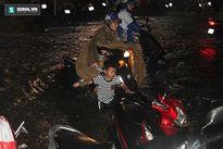 CLIP: Kinh hoàng nước chảy cuồn cuộn ở ngay trên phố Sài Gòn