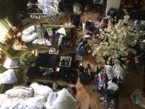 Đàm Vĩnh Hưng 'biểu hiện lạ' sau khi mưa lớn phá hủy đồ đạc