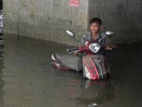Sài Gòn lại mưa lớn, máy bay không thể cất cánh
