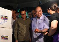 Thủ tướng Nguyễn Xuân Phúc thăm chợ đầu mối Long Biên, Hà Nội