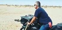 Ngỡ ngàng xem màn bắn đạn thật từ chiếc mô tô PKL