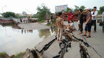 Sạt lở đường dẫn cầu phao sông Hóa nối Hải Phòng -Thái Bình