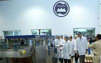 Chủ tịch Quốc hội thăm nhà máy sữa duy nhất tại Campuchia