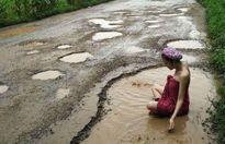 Người mẫu Thái tắm 'ổ voi', con đường 'đau khổ' được sửa ngay lập tức