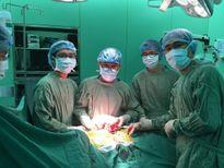 Bệnh nhân có tim nằm bên phải vì khối u nặng 2,6 kg chèn ép