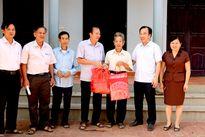 Mặt trận Bắc Giang tặng quà người cao tuổi huyện Hiệp Hòa
