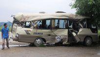 Dùng xà beng cạy ghế cứu người trong vụ tai nạn xe khách