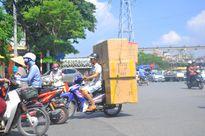 'Hung thần' xe ba bánh vẫn bủa vây Hà Nội