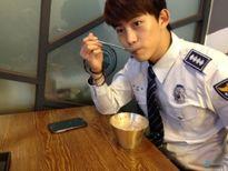 Fan tình nguyện bị còng tay nếu những idol này là cảnh sát